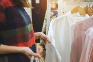 【画像】服を選ぶ
