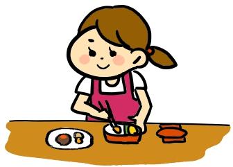 お弁当のおかずを作るママ