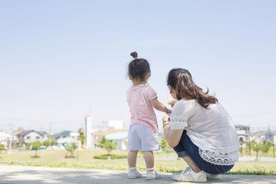 【画像】小さな子供と母親