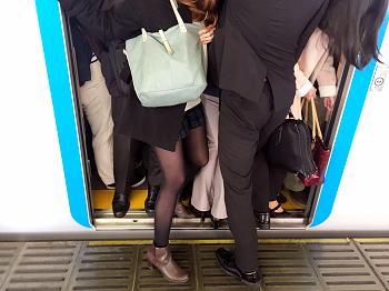 通勤ラッシュ時の電車
